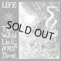 LIFE / The world lies across them (Lp) La vida es un mus